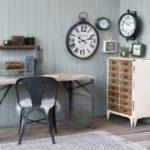 Bureau, chaise et armoire